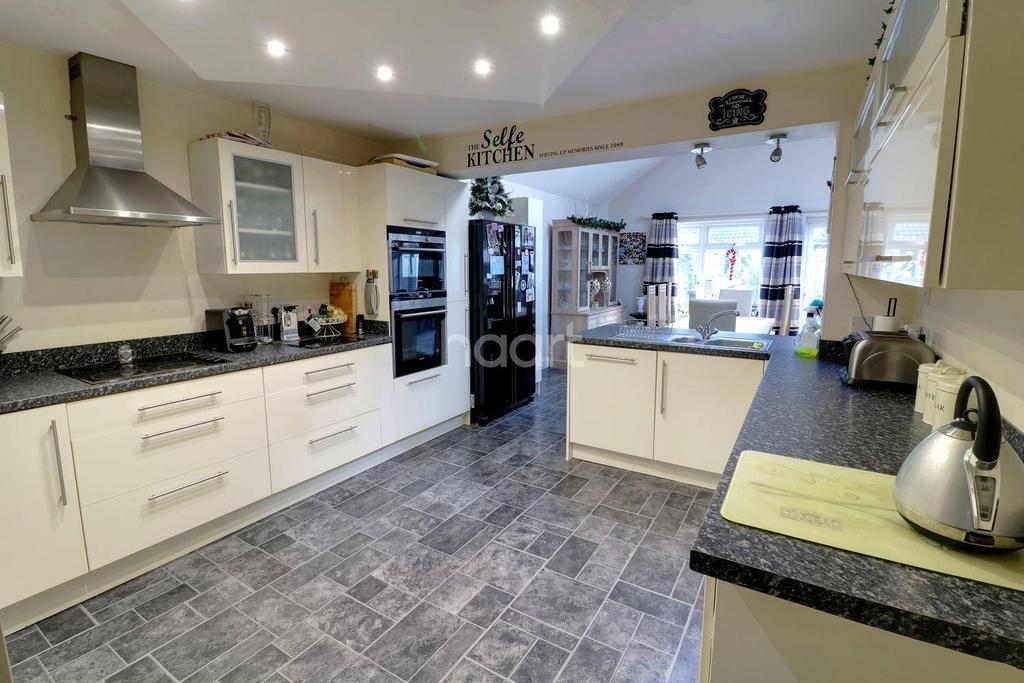5 Bedrooms Bungalow for sale in Andrew Crescent, Waterlooville