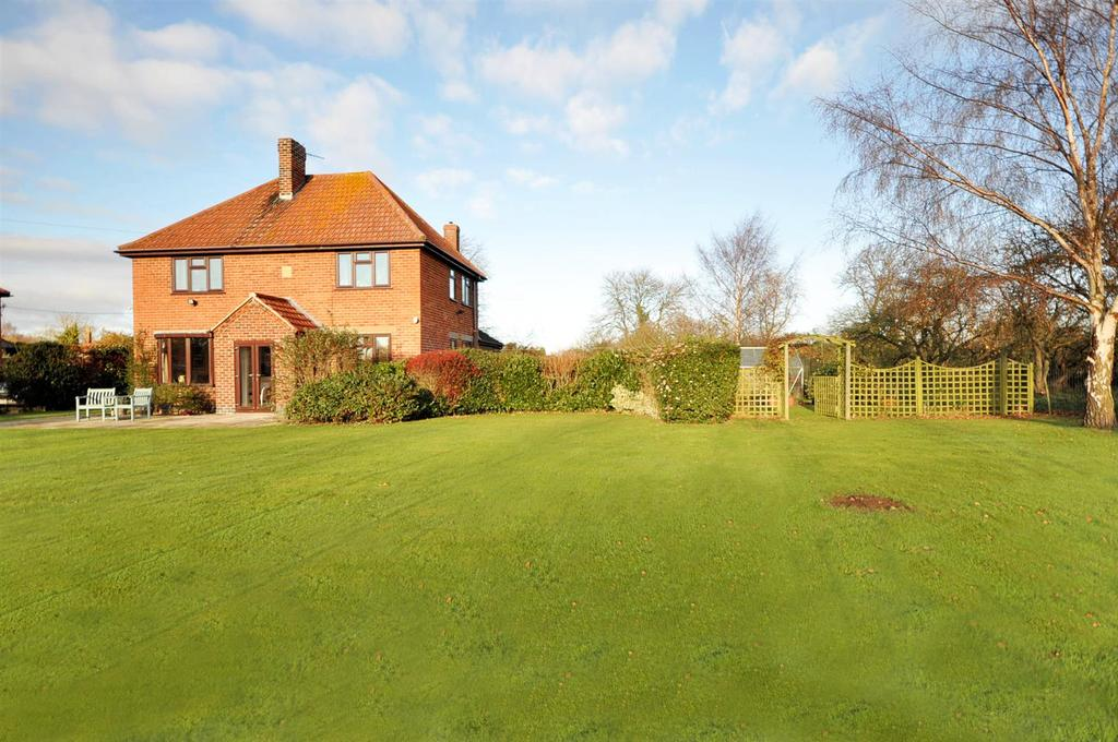 4 Bedrooms Detached House for sale in East Avenue, Brant Broughton