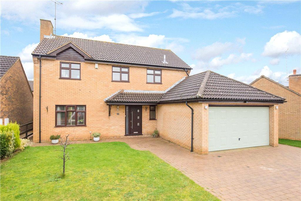 4 Bedrooms Detached House for sale in Sundew Court, West Hunsbury, Northamptonshire