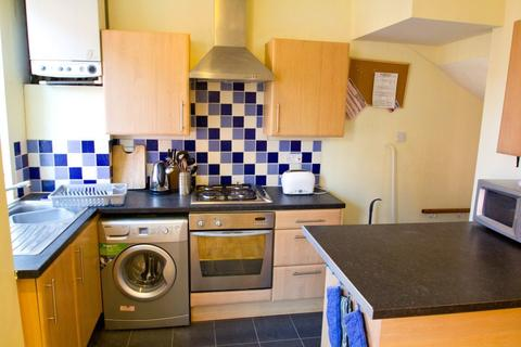 3 bedroom terraced house to rent - Thornville Mount, Hyde Park, LS6 1JX