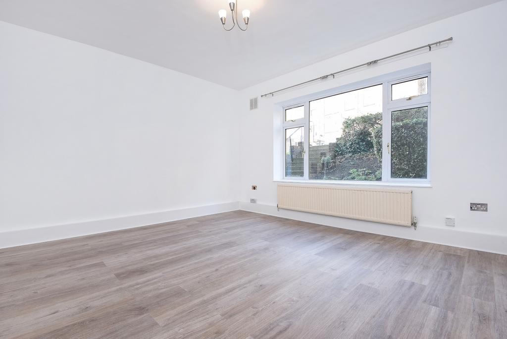 3 Bedrooms Flat for sale in Hillside Road London SW2