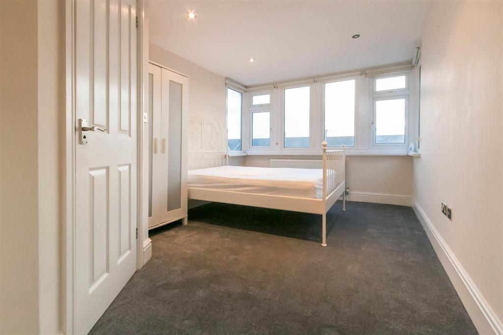 4 Bedrooms Flat for rent in Heaton Park Road, Heaton, Newcastle Upon Tyne