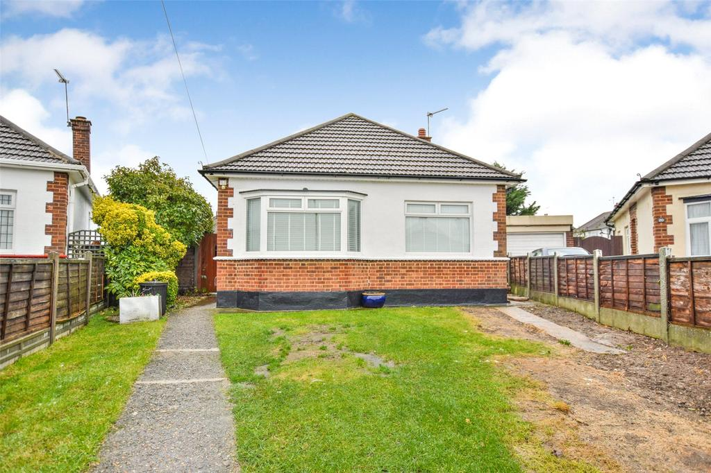 2 Bedrooms Detached Bungalow for sale in Dulverton Close, Westcliff On Sea, Essex, SS0