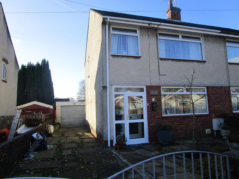 3 Bedrooms Semi Detached House for sale in Glantawe Park, Ystradgynlais, Swansea.