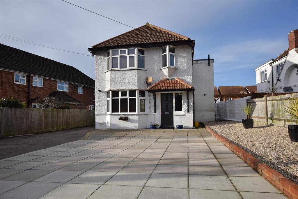 4 Bedrooms Detached House for sale in Main Road, Westfield, Hastings