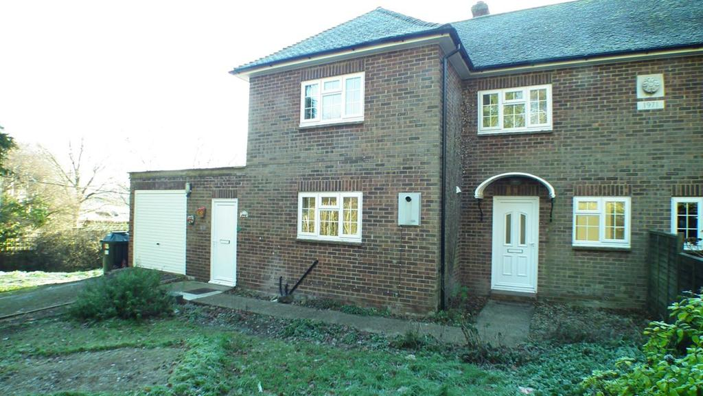3 Bedrooms Semi Detached House for rent in Head Cottages, Maidstone, Kent