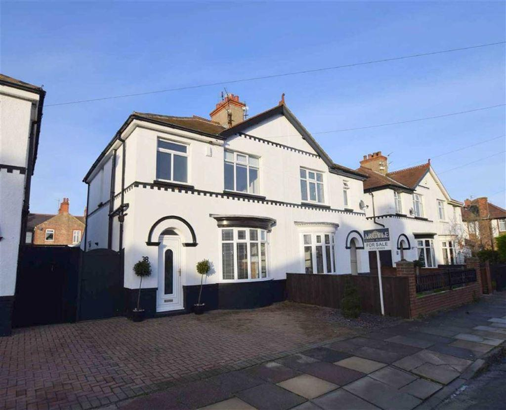3 Bedrooms Semi Detached House for sale in Lindum Road, Cleethorpes, North East Lincolnshire