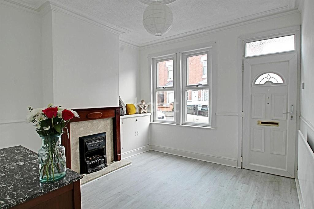 2 Bedrooms Terraced House for sale in Cranmer Street, West End, Leicester