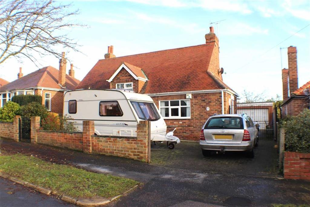 3 Bedrooms Detached Bungalow for sale in Nightingale Road, Bridlington, East Yorkshire
