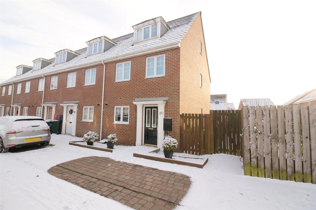 3 Bedrooms End Of Terrace House for sale in Matlock Avenue