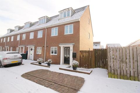 3 bedroom end of terrace house for sale - Matlock Avenue