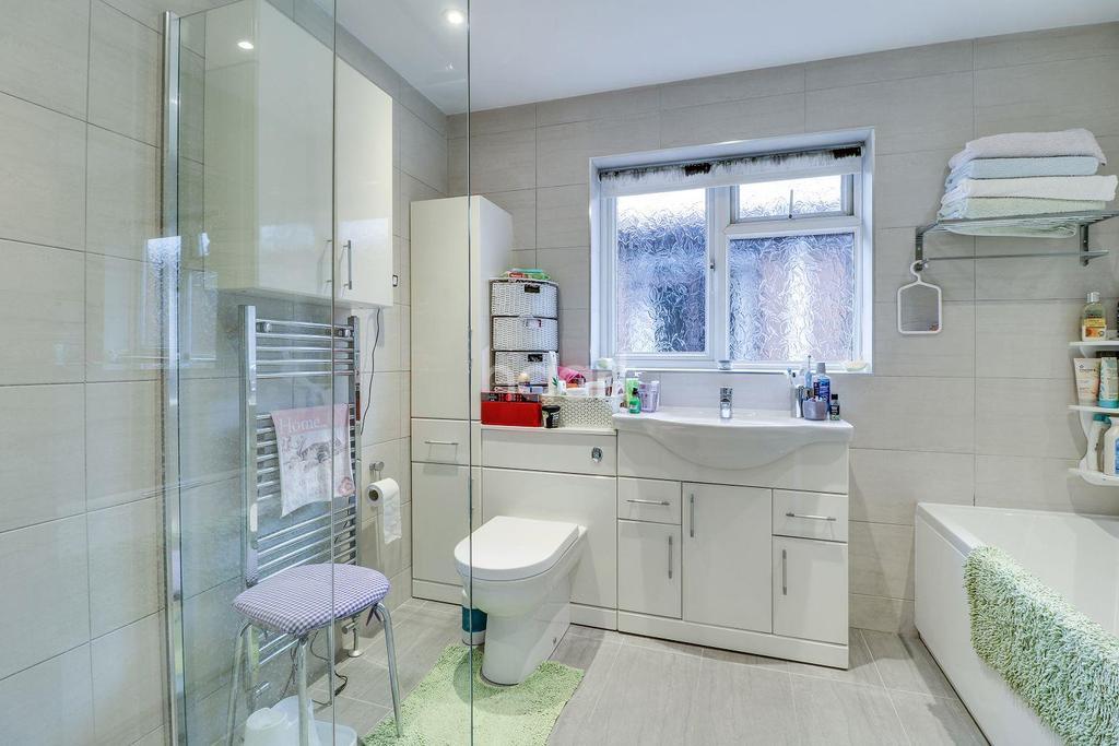 4 Bedrooms Detached House for sale in High Road, Benfleet