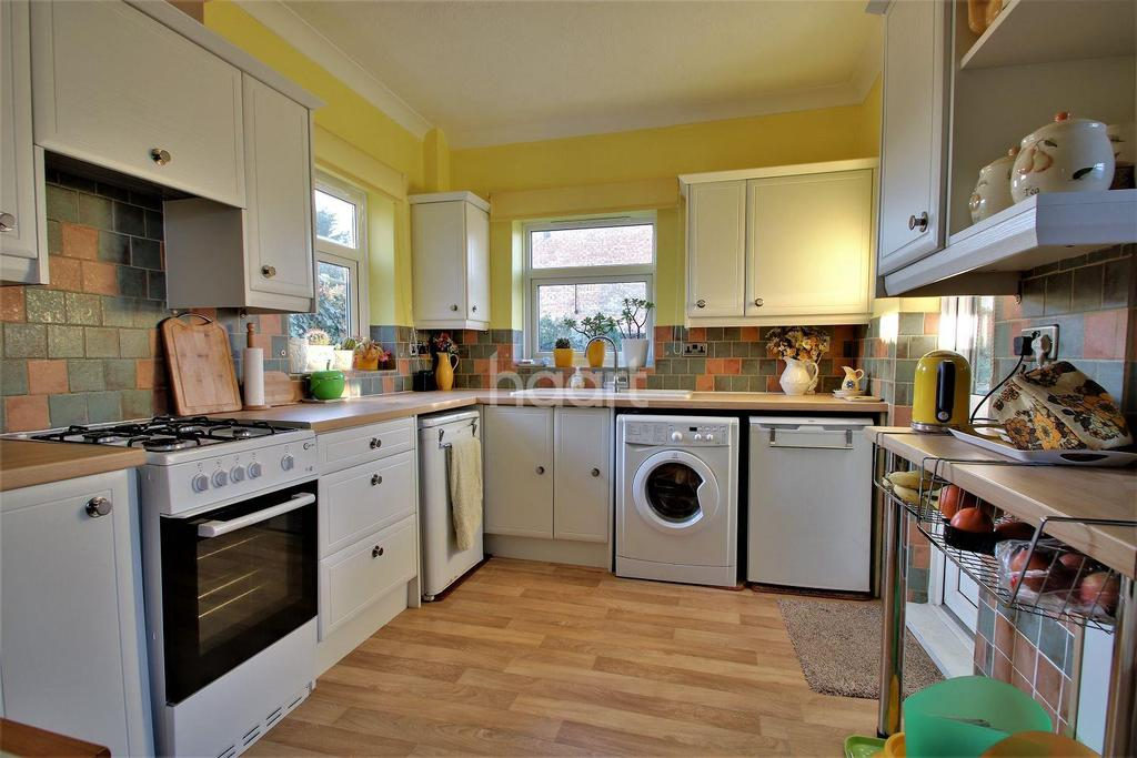 3 Bedrooms Detached House for sale in Berkeley Road, Clacton-on-sea