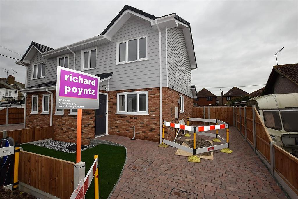 2 Bedrooms Semi Detached House for sale in Northfalls Road, Canvey Island