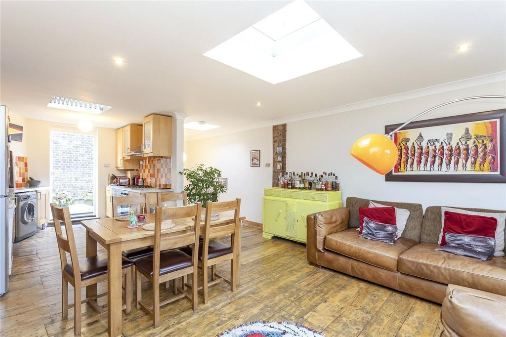2 Bedrooms Maisonette Flat for sale in Hoxton Street, London, N1