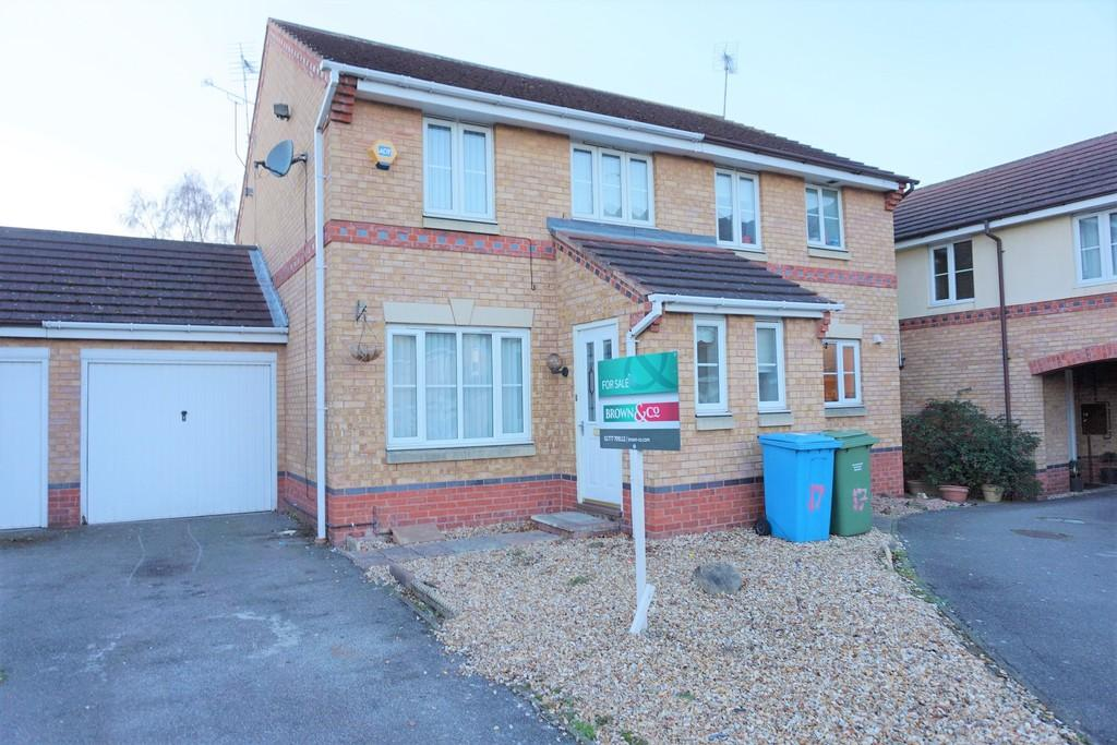 3 Bedrooms Semi Detached House for sale in St Andrews Way, Retford