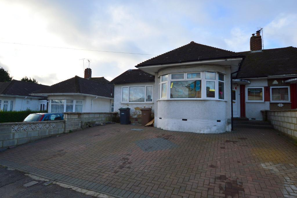 5 Bedrooms Bungalow for sale in Stanford Road, Round Green, Luton, Bedfordshire, LU2 0PY