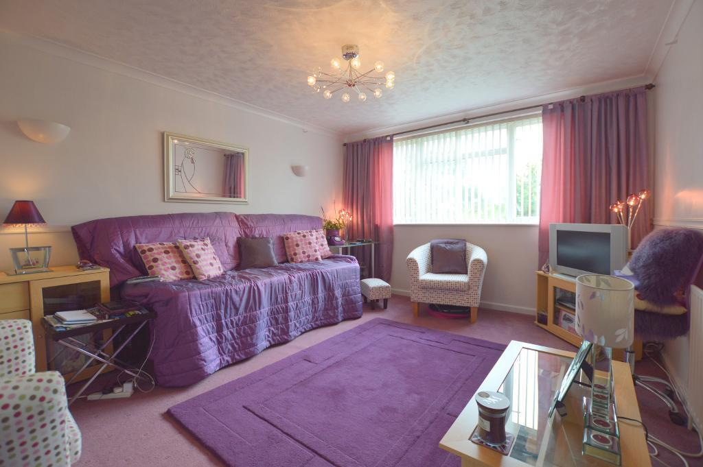 2 Bedrooms Maisonette Flat for sale in Brendon Avenue, Vauxhall Park, Luton, Beds, LU2 9LH