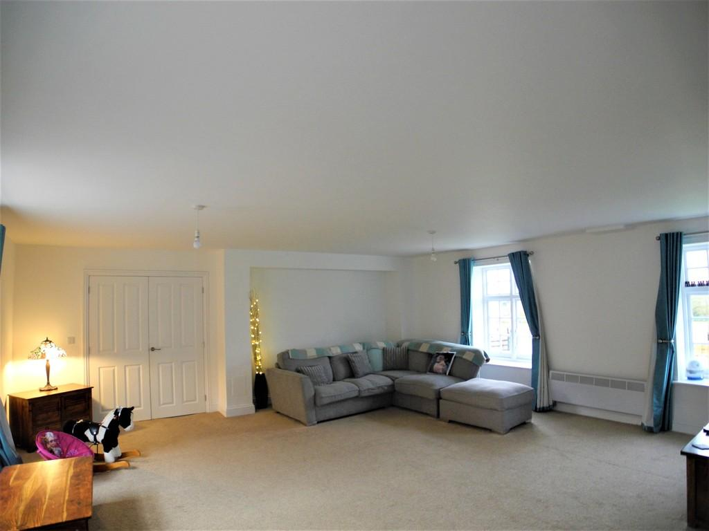 4 Bedrooms Terraced House for rent in Heckingham Park Drive, Hales