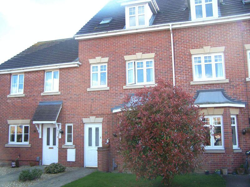 3 Bedrooms Town House for rent in Flitwick