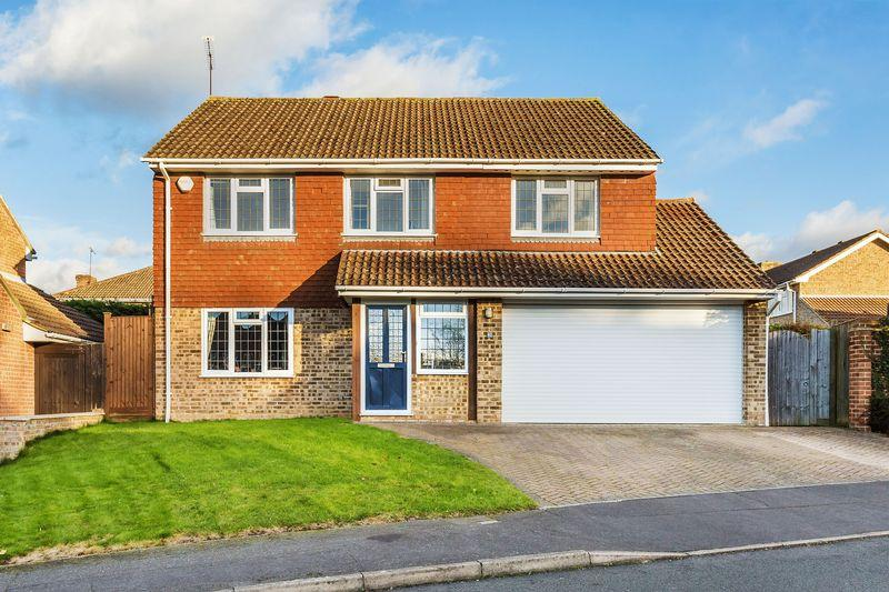 5 Bedrooms Detached House for sale in Merrow