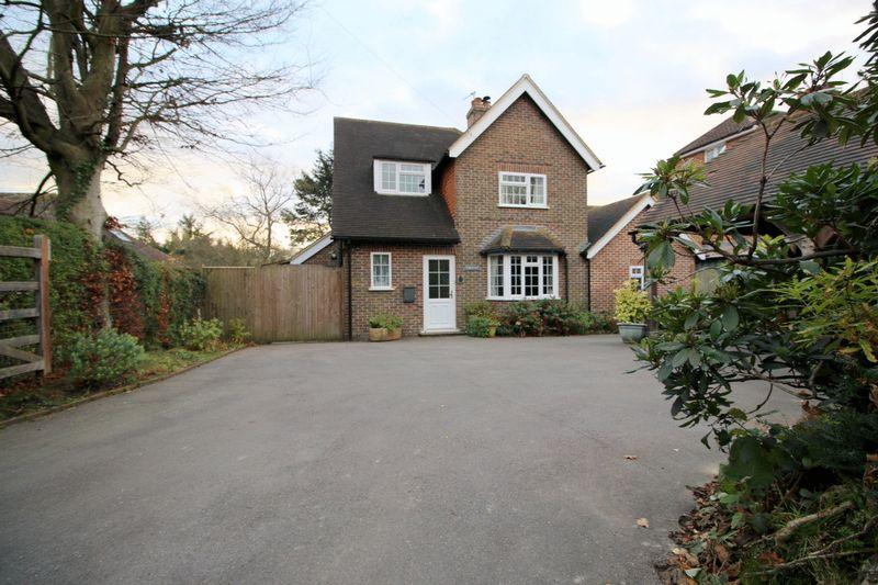 3 Bedrooms Detached House for sale in Criers Lane, Five Ashes, East Sussex