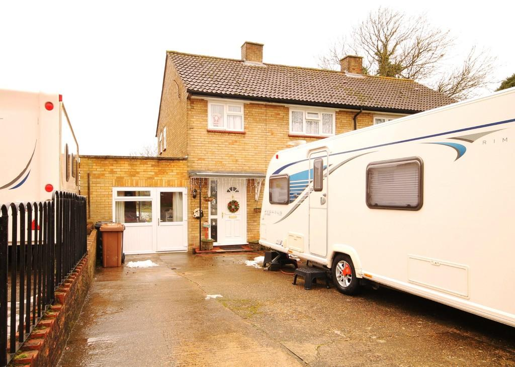 3 Bedrooms Semi Detached House for sale in Tanners Way, Hunsdon
