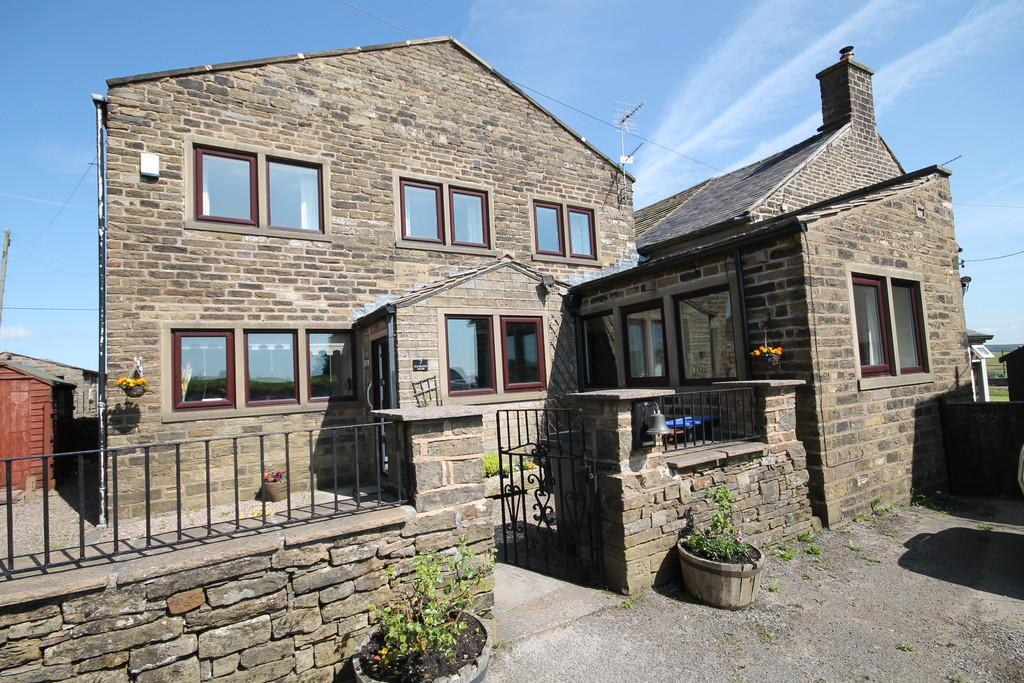 3 Bedrooms Cottage House for rent in Doctor Lane, Scouthead, Oldham