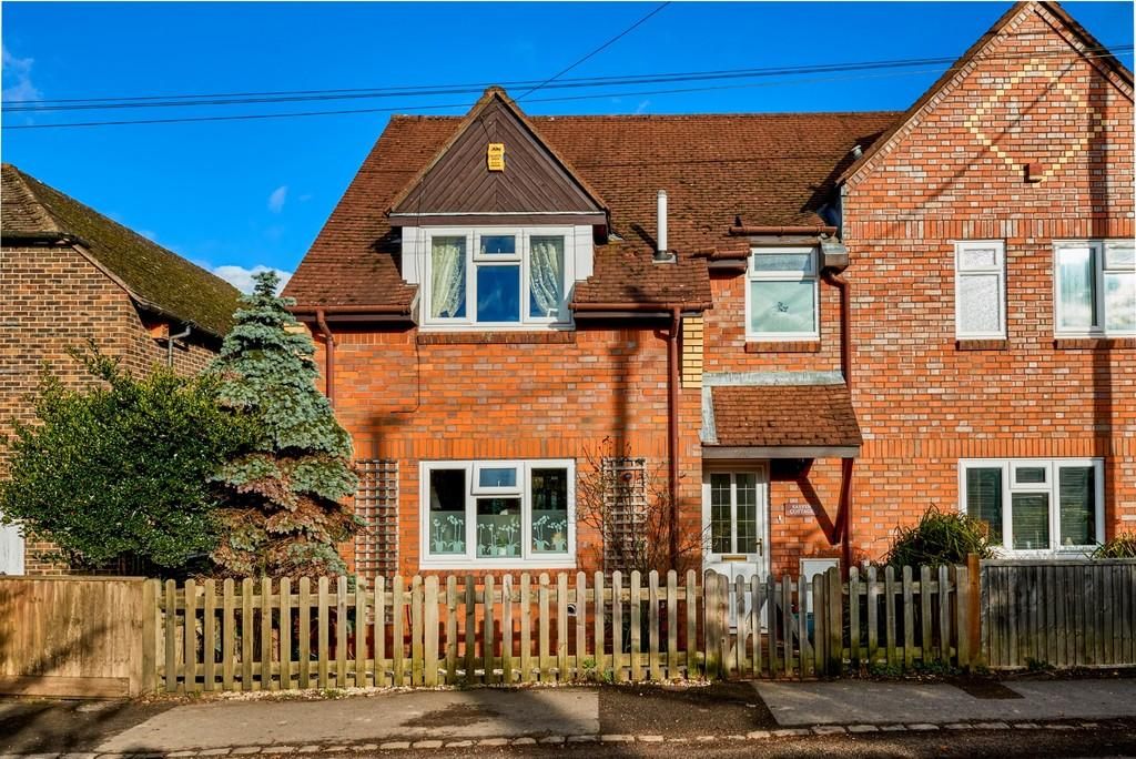 3 Bedrooms End Of Terrace House for sale in Fernhurst, Haslemere