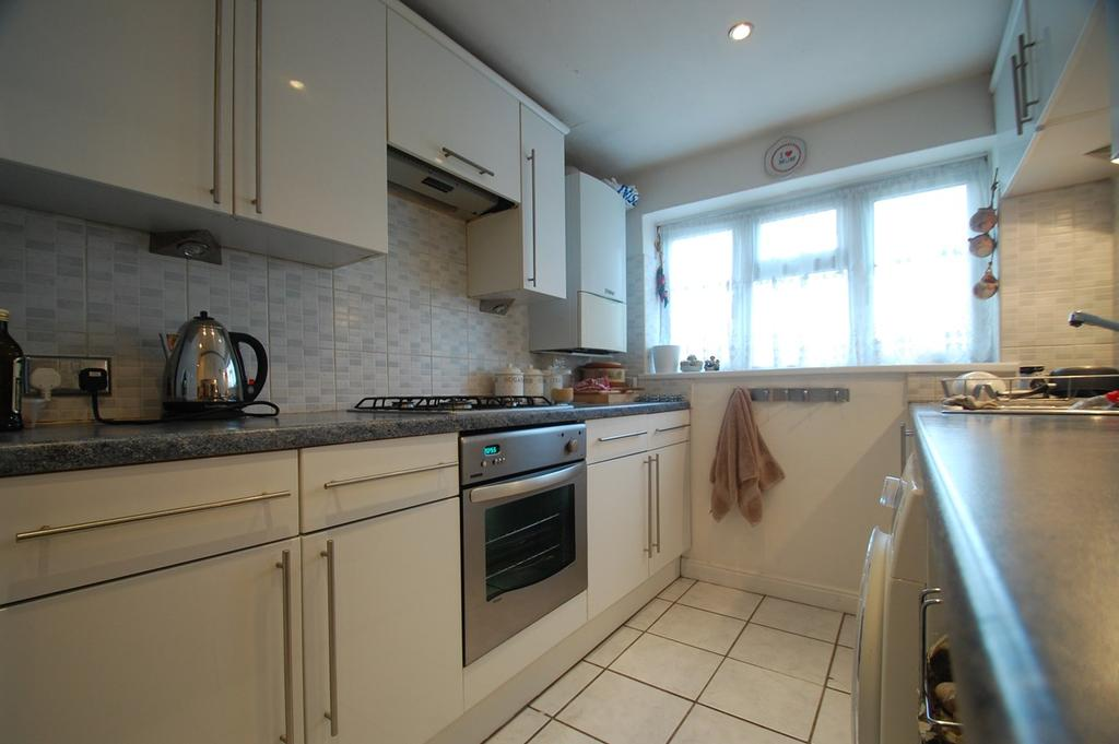 3 Bedrooms Maisonette Flat for sale in Napier Road, Gillingham, ME7