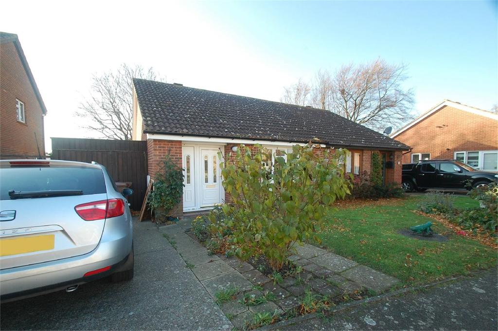 2 Bedrooms Semi Detached Bungalow for sale in Hamelin Road, Gillingham, ME7