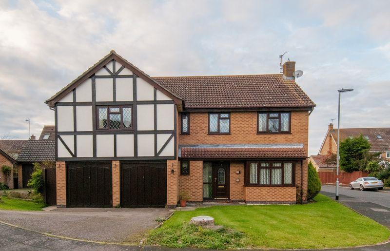5 Bedrooms Detached House for sale in Restormel Close, Rushden