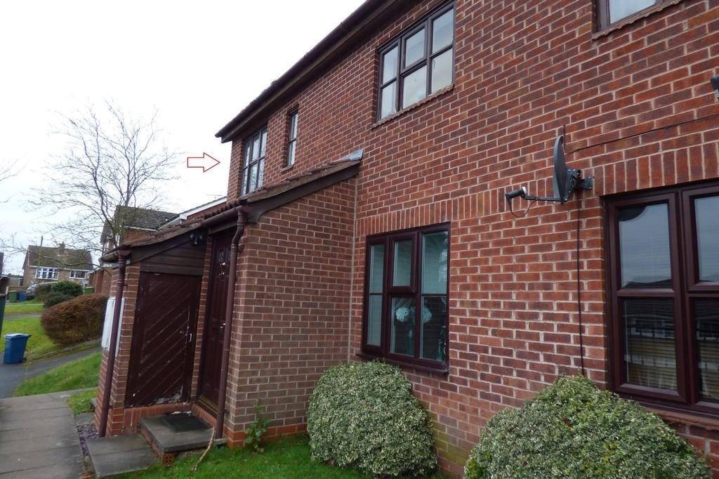 2 Bedrooms Apartment Flat for sale in Gleneagles Drive, Stafford