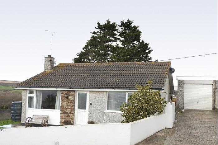 3 Bedrooms Bungalow for sale in 30 Treza Road, Porthleven, TR13