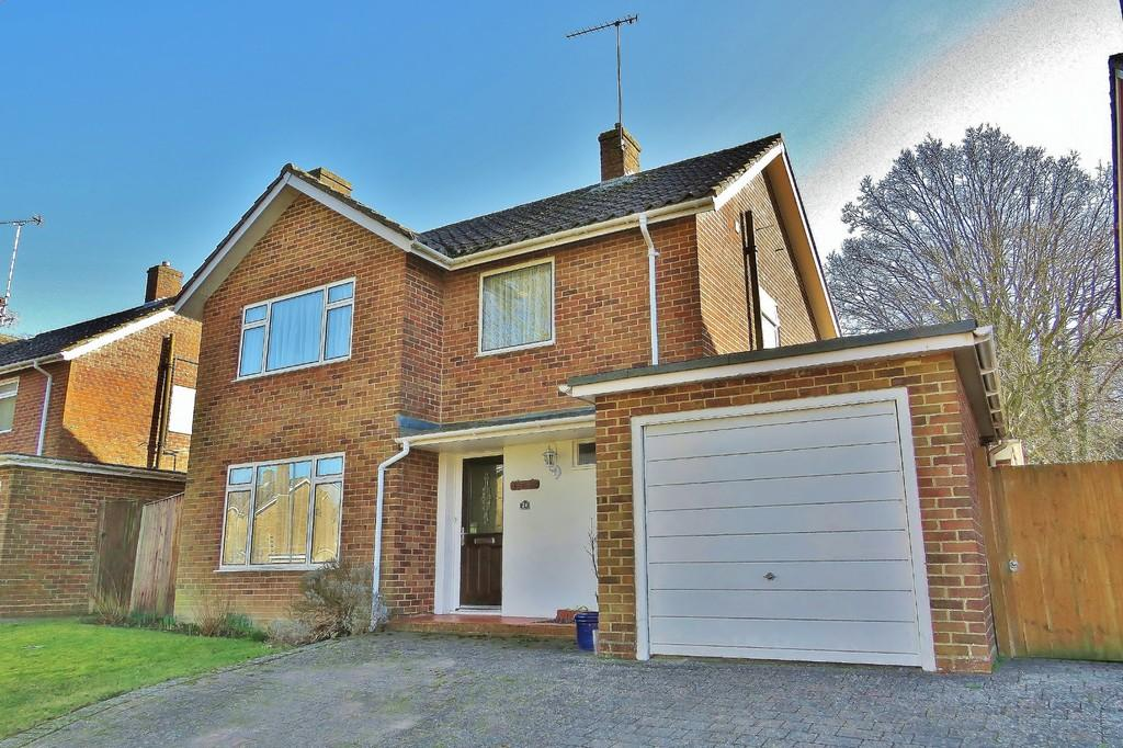 3 Bedrooms Detached House for sale in Pound Hill, Crawley, RH10