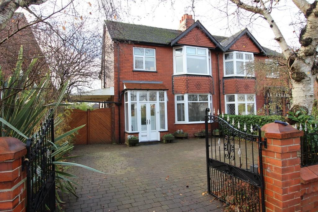 4 Bedrooms Semi Detached House for sale in Parsonage Road, Heaton Moor