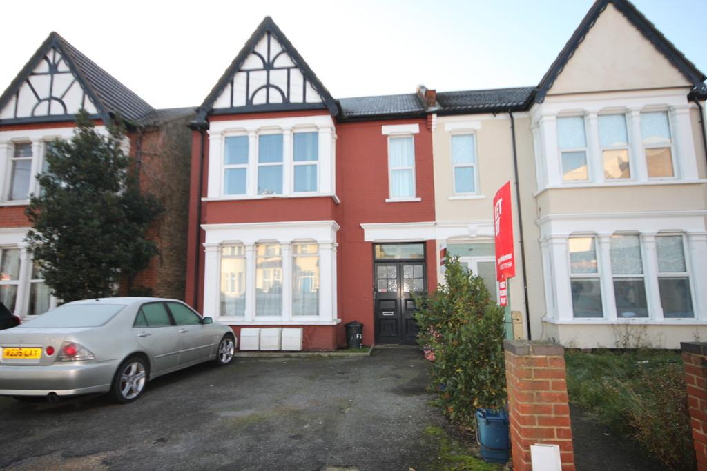 2 Bedrooms Ground Flat for sale in Finchley Road, Westcliff-on-Sea