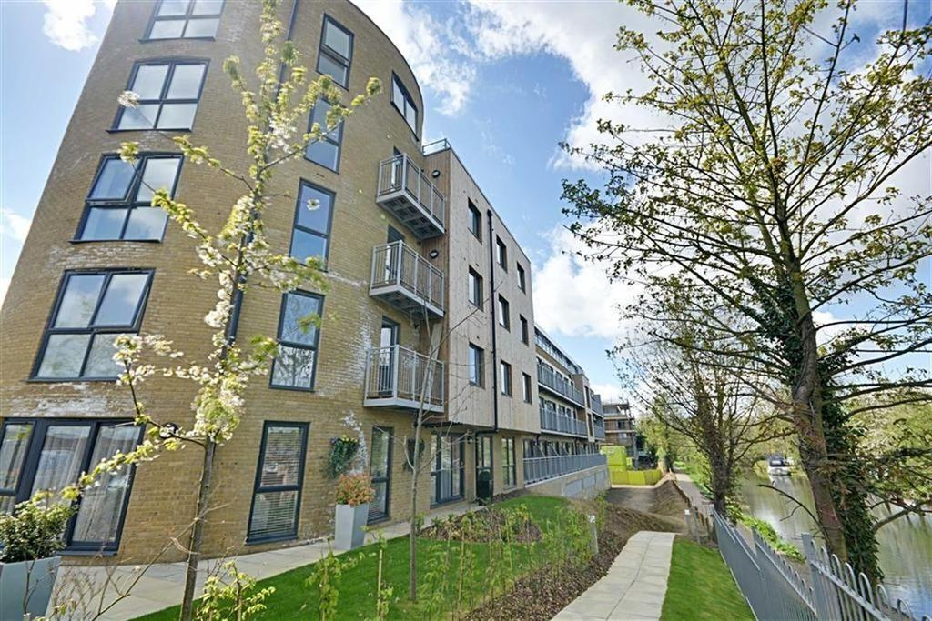 2 Bedrooms Apartment Flat for rent in Smeaton Court, Hertford