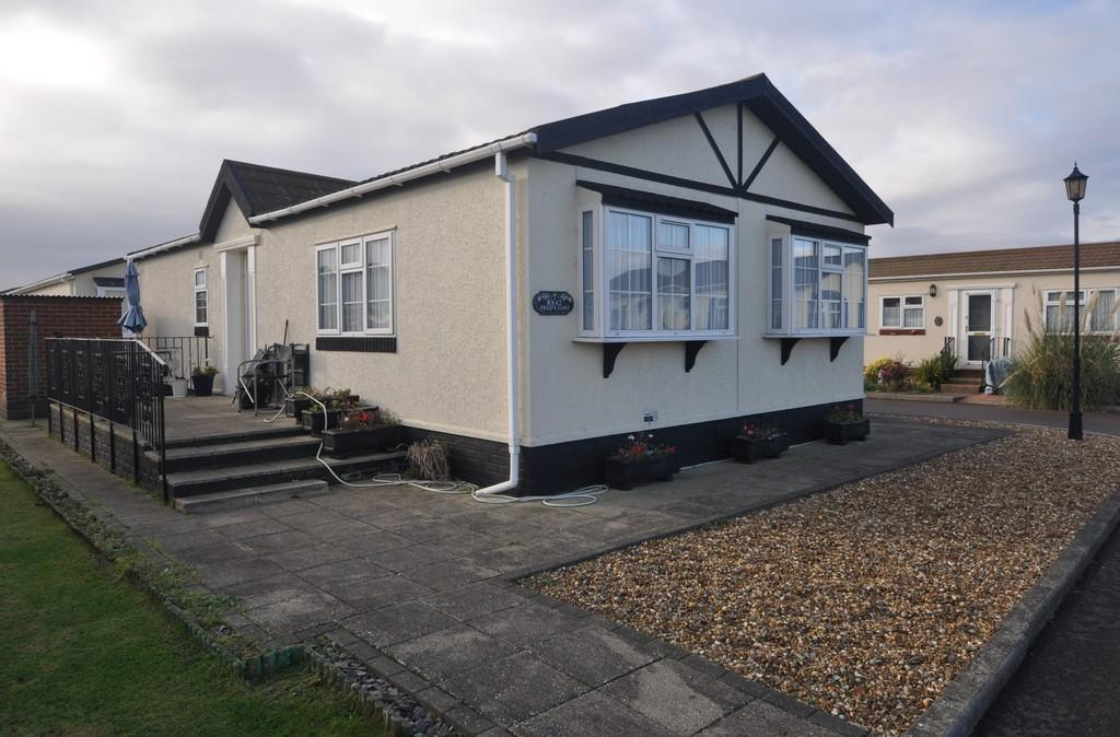 2 Bedrooms Mobile Home for sale in Kings Park, Canvey Island