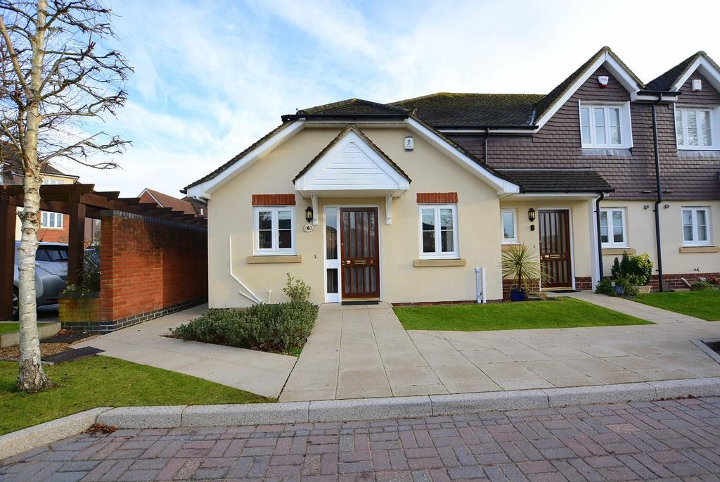 2 Bedrooms Detached Bungalow for sale in Jenner Close, VERWOOD