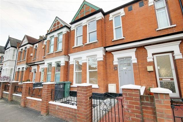 3 Bedrooms Terraced House for sale in Halford Road, Leyton