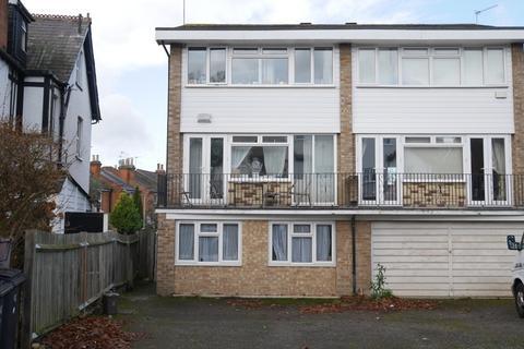6 bedroom house to rent - Cranes Park Avenue, Surbiton, KT5 8BX