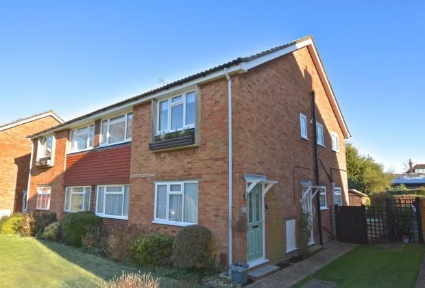 2 Bedrooms Maisonette Flat for sale in Moat Court, Ashtead, KT21
