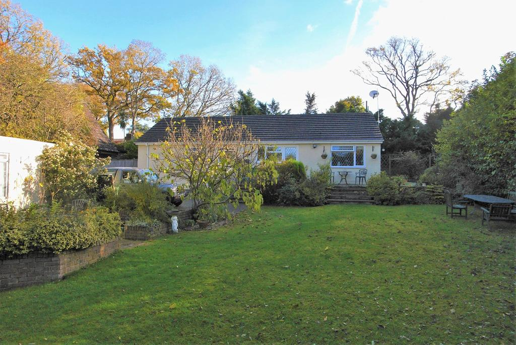 3 Bedrooms Detached Bungalow for sale in Amberley Road, Storrington RH20