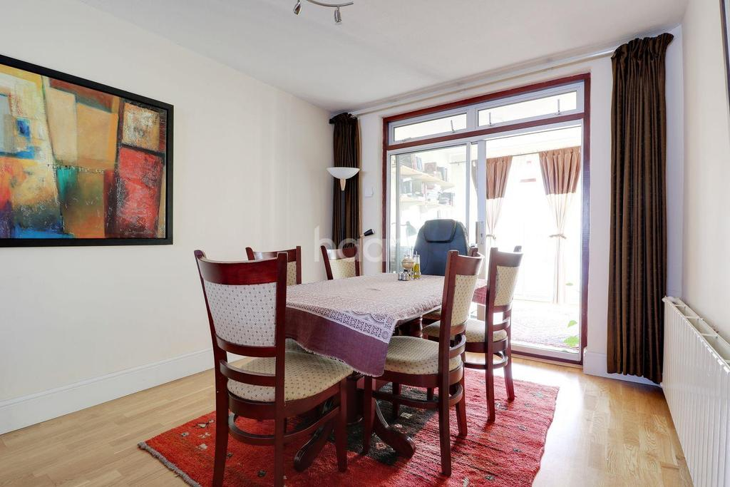 3 Bedrooms Semi Detached House for sale in Brookfield Crescent, HA3