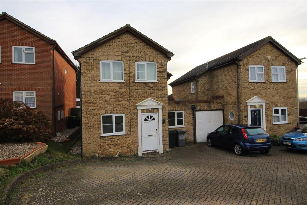 3 Bedrooms House for sale in Cressingham Road, Reading