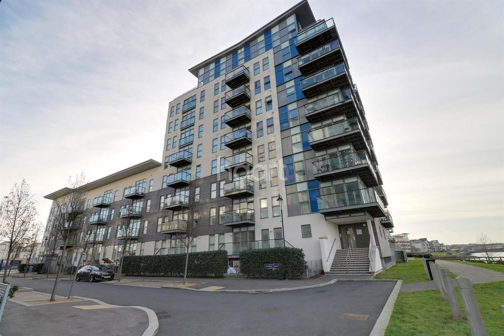 1 Bedroom Flat for sale in Clarinda House, Greenhithe, DA9.