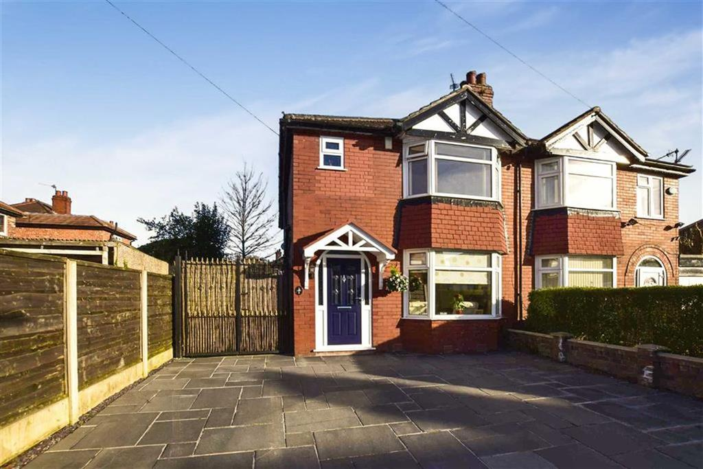 3 Bedrooms Semi Detached House for sale in Kingsley Road, Timperley, Cheshire, WA15