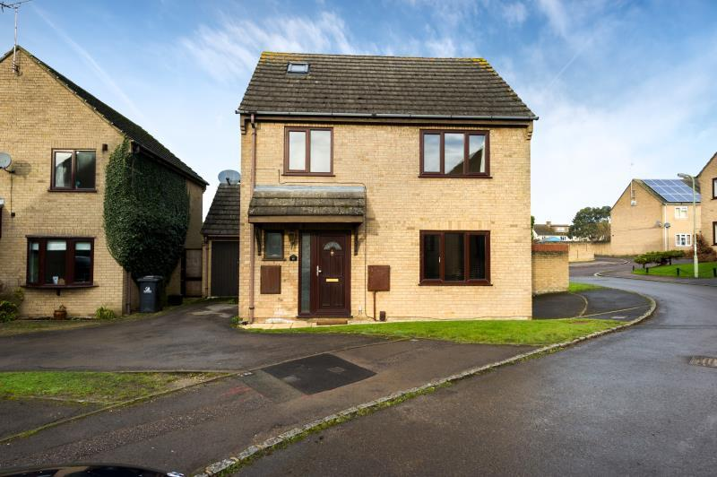 5 Bedrooms Detached House for sale in Weavers Close, Witney, Oxfordshire
