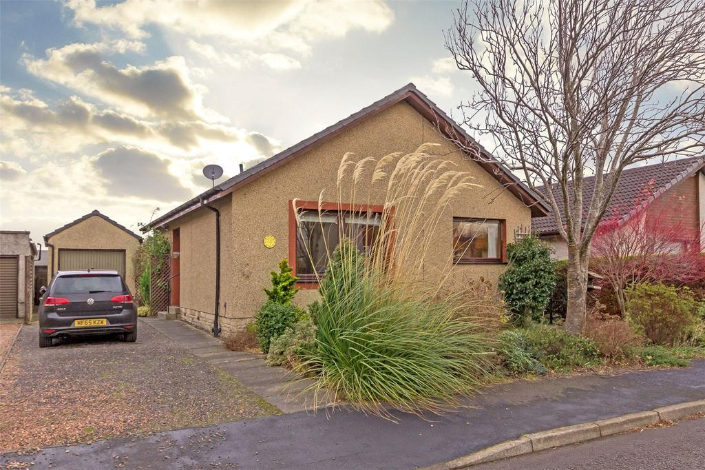 3 Bedrooms Bungalow for sale in 14 Ochil Gardens, Dunning, Perthshire, PH2